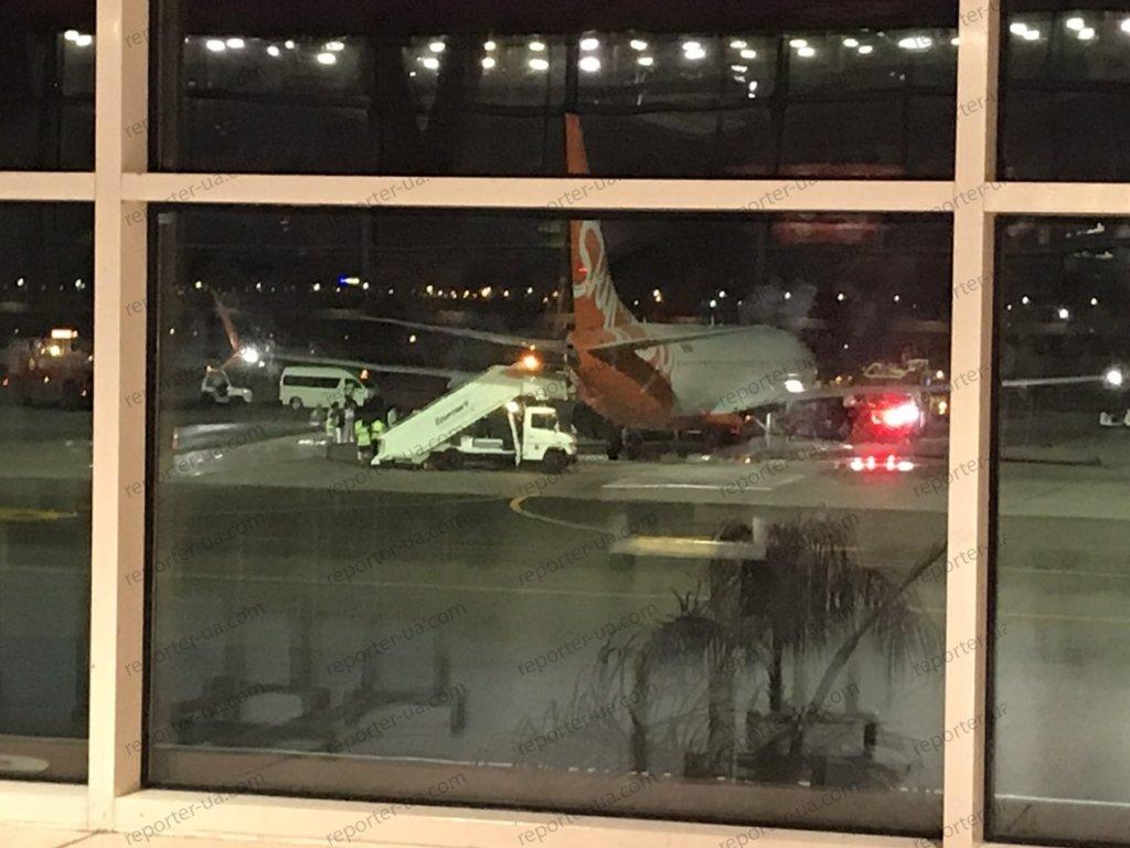 Дым и пламя: в Египте загорелся самолет с украинцами