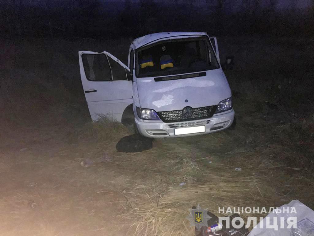 Автобус с пассажирами вылетел в кювет и перевернулся: в Житомирской области произошло страшное ДТП