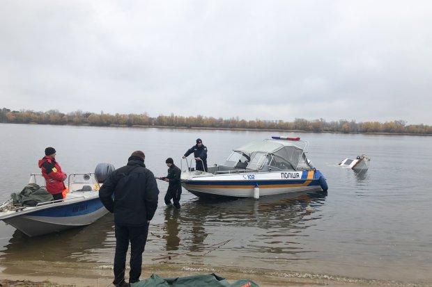 В Киеве затонула роскошная яхта: фото с места ЧП