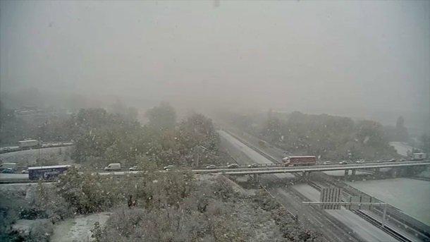 """Європу накрив потужний снігопад: фото наслідків """"удару"""" стихії"""