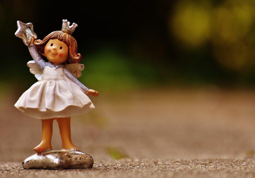 День ангела Олени: красиві привітання та листівки