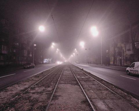Туман превратил Киев в декорации для фильмов ужасов: впечатляющие фото