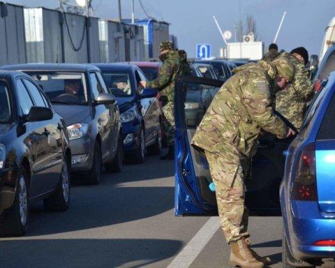 Україна змінила правила в'їзду на окупований Донбас: всі подробиці