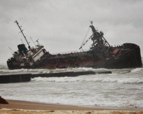 Затопление танкера в Одессе: появилась тревожная информация об экологической опасности