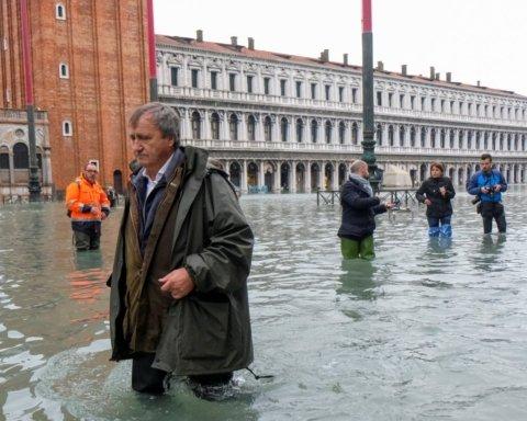 Наводнение в Венеции: убытки исчисляються в миллионах, есть погибшие