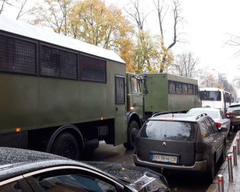 У центрі Києва спалахнула сутичка між прихильниками УПЦ КП та Нацгвардією