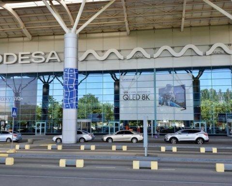 В Одесі продовжуються масові затримки рейсів в аеропорту: останні подробиці та фото
