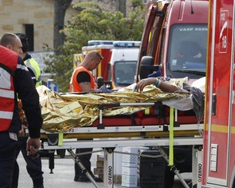 Во Франции автобус с туристами попал в жуткое ДТП: шокирующие кадры