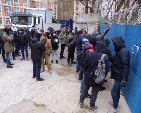 """Активісти Гагарінського плато знову попалися: в мережі з'явилося листування про підготовку """"правильної"""" картинки на мітингу для журналістів"""