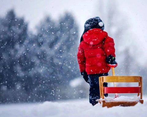 Мокрий сніг та похолодання: синоптик дала прогноз погоди до Різдва