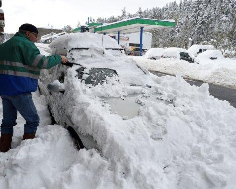 Европу накрыл мощный снегопад: фото последствий «удара» стихии