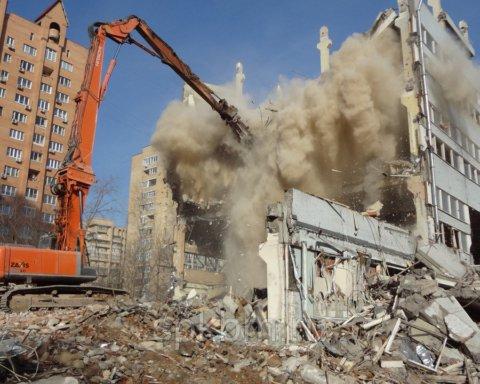 Такого еще не было: в центре Киева снесут жилую высотку