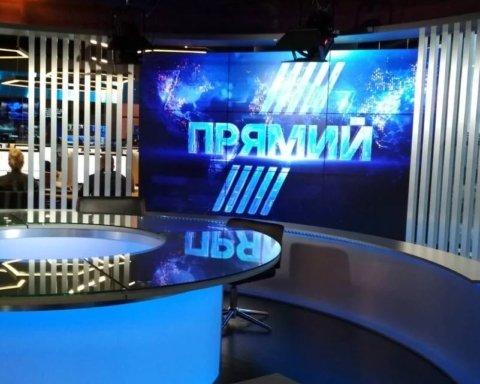 """Клоуни у камуфляжі: українці дотепно висміяли """"захоплення"""" телеканалу Прямий"""