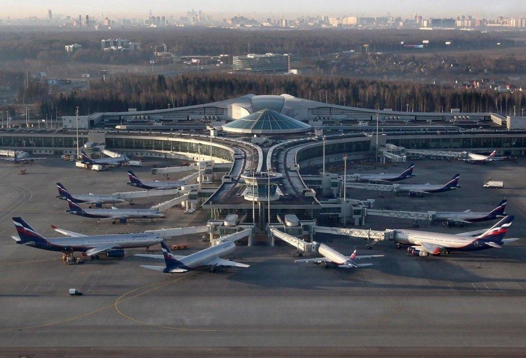 """У """"Шереметьєво"""" зіткнулися літаки з пасажирами: фото наслідків"""