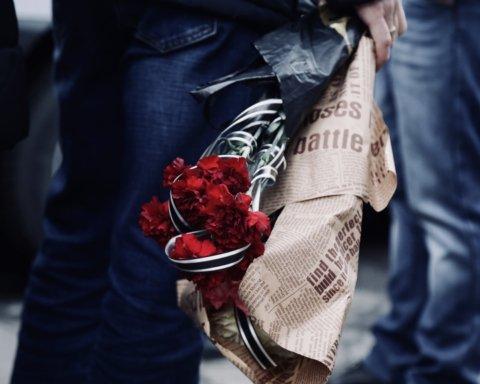 Таточку, я задихаюся, врятуй: в Одесі попрощалися зі студентками, загиблими під час пожежі на Троїцькій