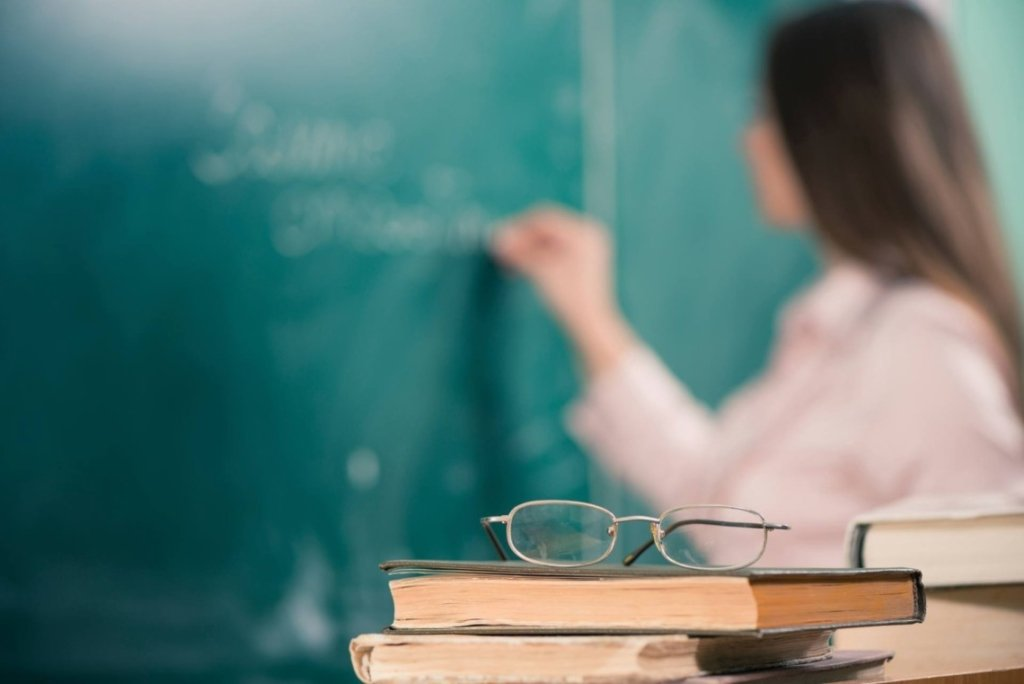 На Закарпатье учитель таскала за волосы ребенка из-за упражнения: все подробности скандала