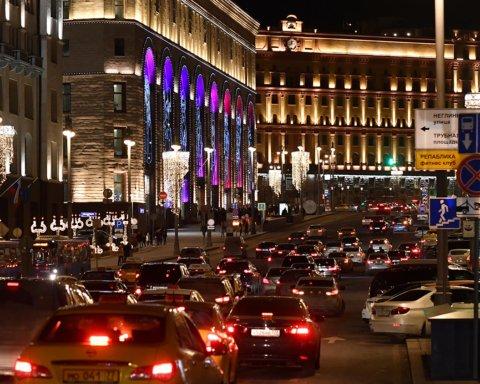 В центре Москвы у здания ФСБ неизвестные открыли огонь, ранены два силовика