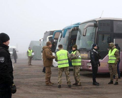 У Зеленского опубликовали первые фото с обмена пленными на Донбассе