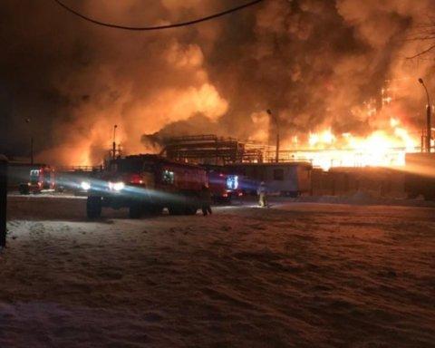 В Росії сталася масштабна пожежа на нафтовому заводі