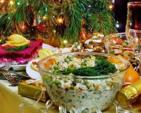 У мережі іронізують з приводу новорічних застіль в Україні: фото