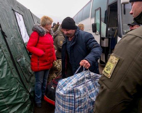 Освобожденные из плена украинцы рассказали, что пережили в тюрьмах террористов