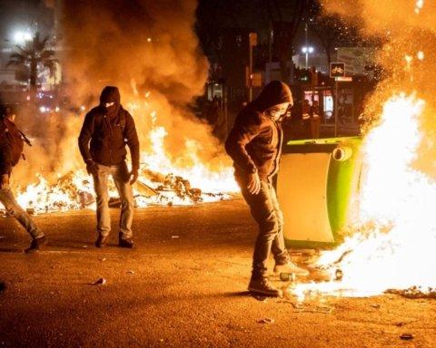 Барселона — Реал: массовые беспорядки, столкновения фанов с полицией и стрельба