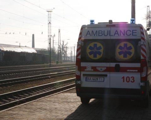 В Киеве поезд насмерть сбил женщину: подробности и видео