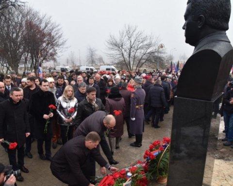"""У Донецьку відкрили пам'ятник Кобзону: фото з місця """"свята"""""""