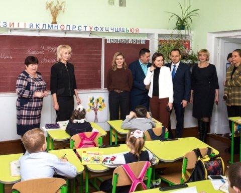 Жена Зеленского приехала с проверкой в школу: фоторепортаж