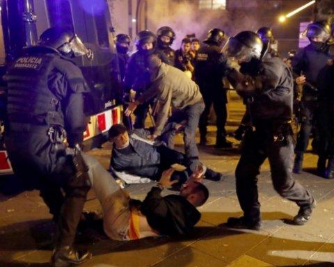 Массовые протесты, поджоги, задержанные активисты: матч Барселона — Реал вошел в историю