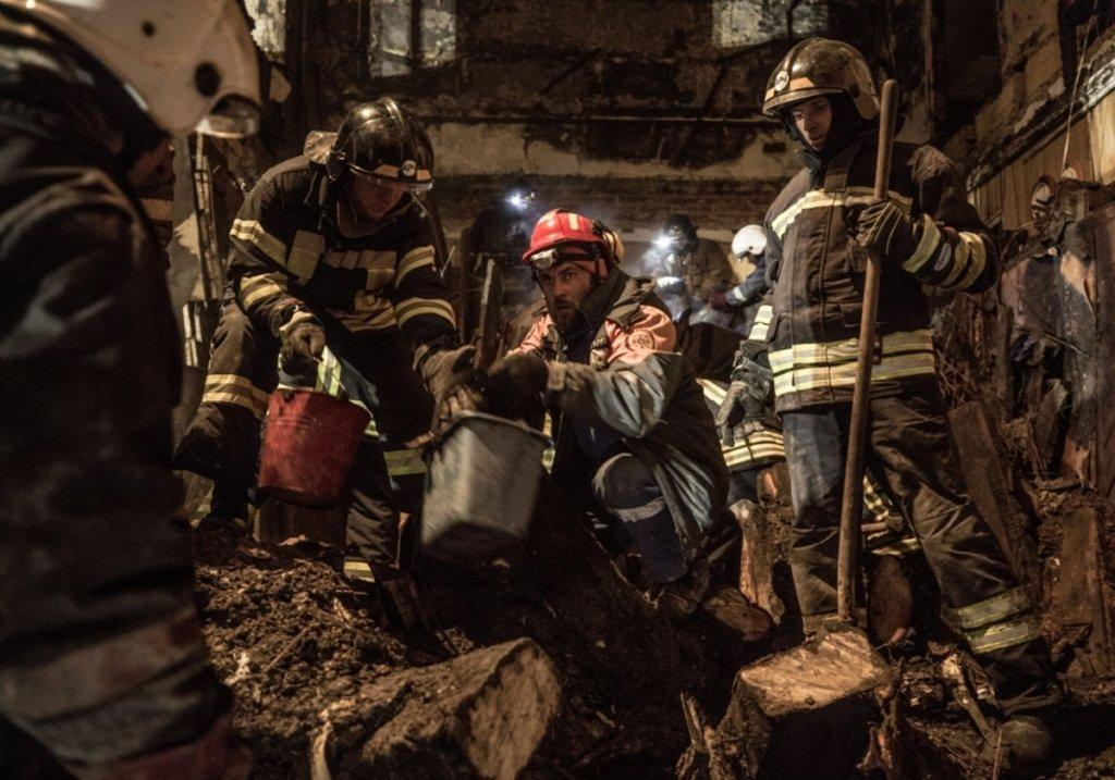 Смертельный пожар в Одессе: здание колледжа снова загорелось