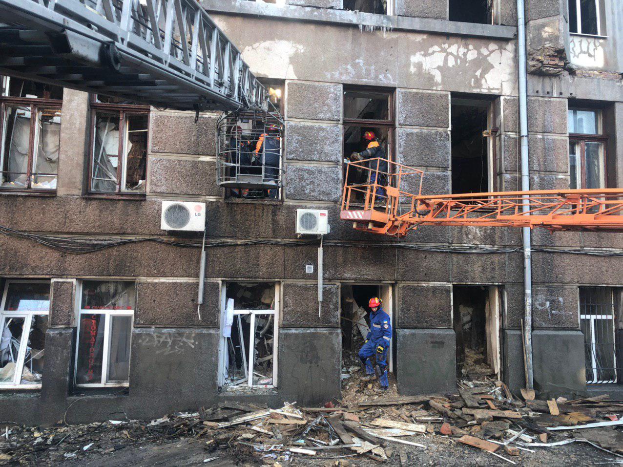 Смертельный пожар в Одессе: спасатели продолжают разбирать завалы и искать тела