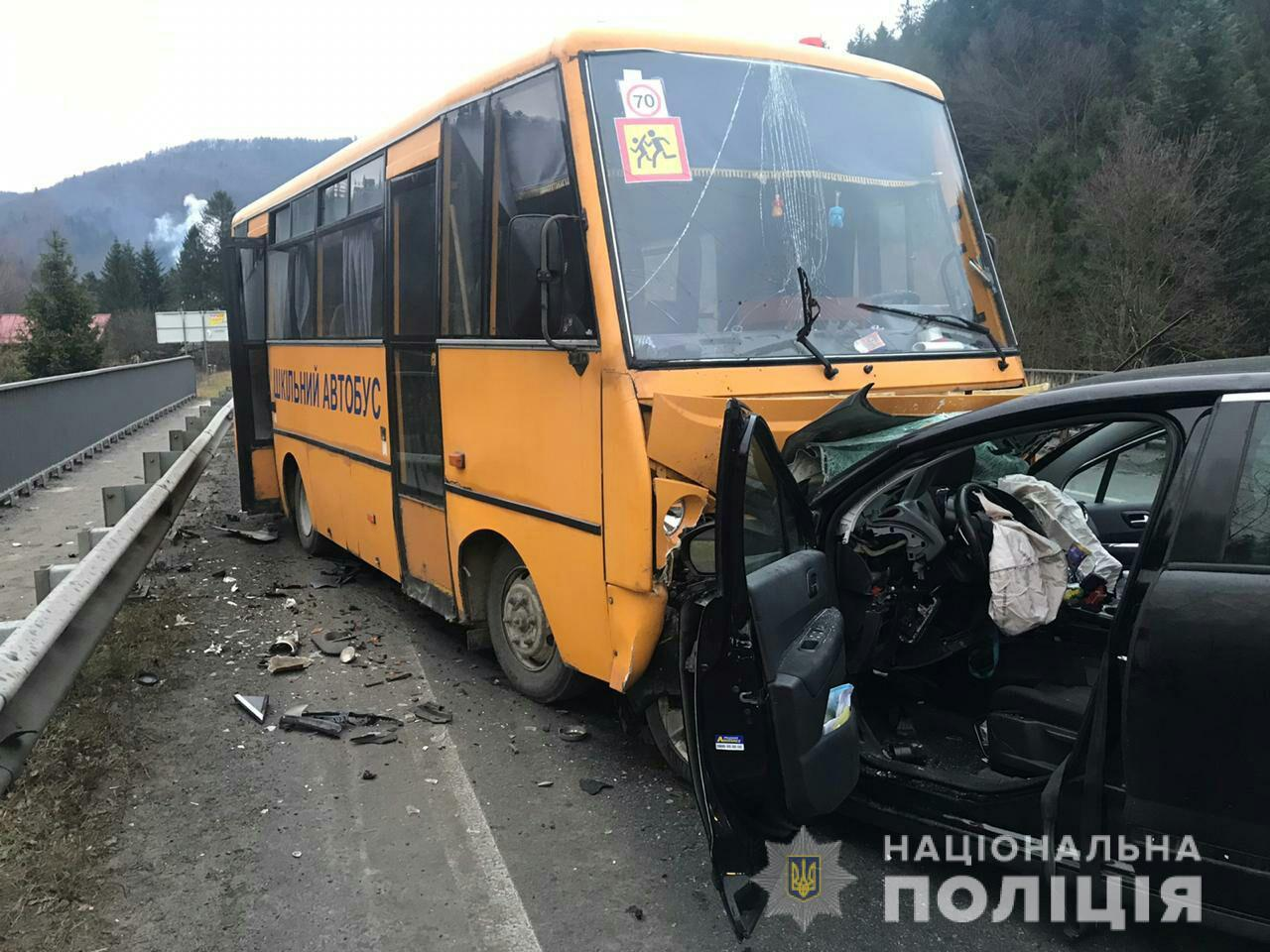 На Львовщине в ДТП попал школьный автобус: пострадали дети