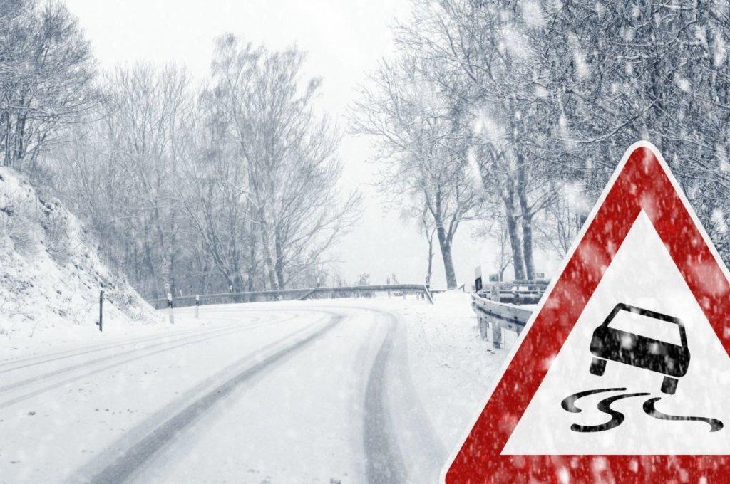 Захід України паралізували снігопади: вражаючі кадри негоди