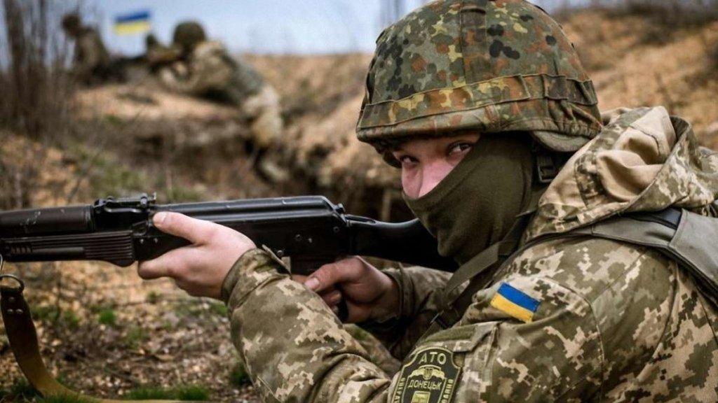 Под обстрелом на Донбассе погиб украинский военный