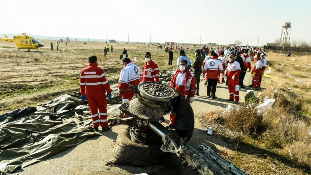 Катастрофа самолета МАУ в Иране: экипаж получили звание Героя Украины