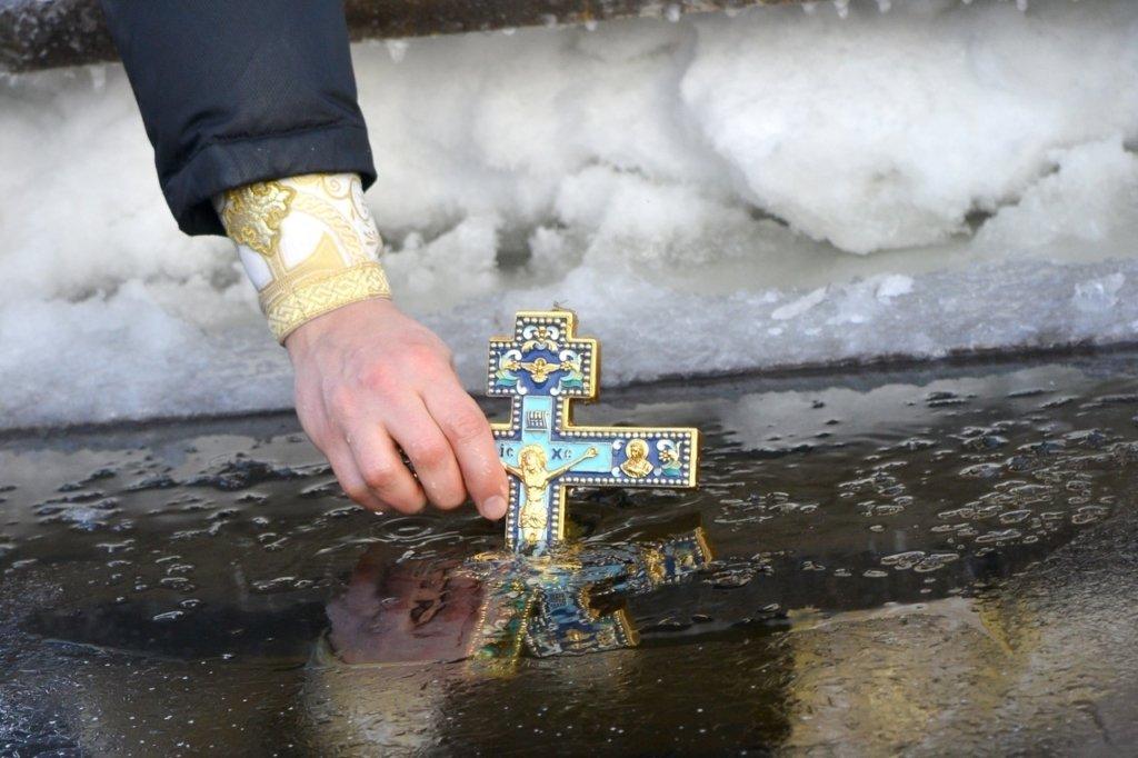 Крещение 2021: как правильно освящать воду и что нельзя делать