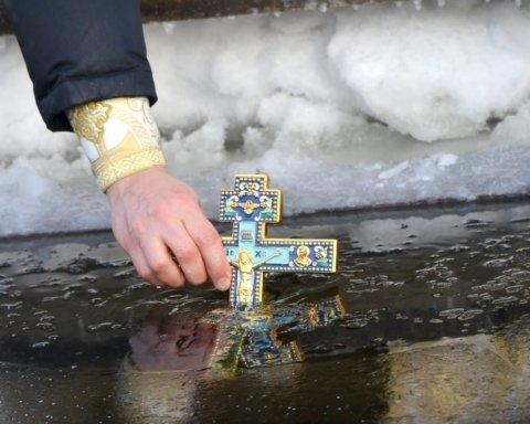 Хрещення 2021: як правильно освячувати воду і що не можна робити