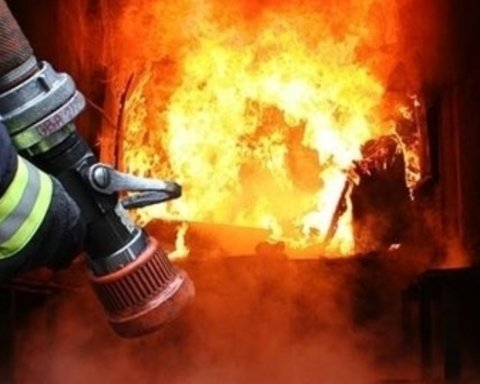 В центре Киева вспыхнул масштабный пожар