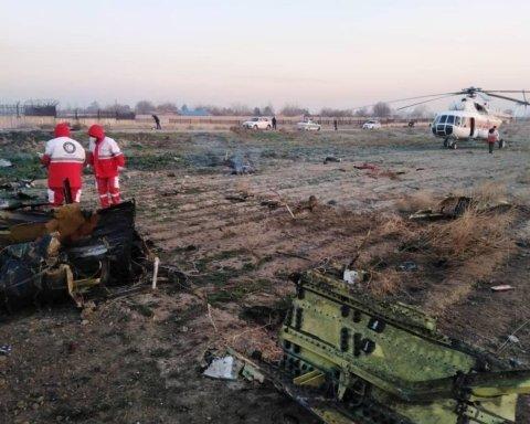 Авиакатастрофа в Иране: жуткие фото с места трагедии