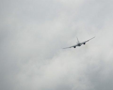 Авіакатастрофа в Туреччині: пасажирський літак впав і розвалився