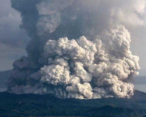 Извержение вулкана на Филиппинах: появились невероятные фото и видео