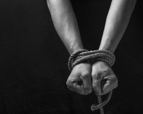 Тримали за рабів: на Житомирщині викрили банду, що незаконно утримувала людей