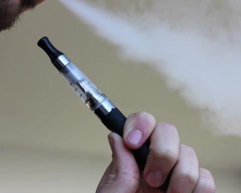 Лікарі розвіяли міф про електронні сигарети