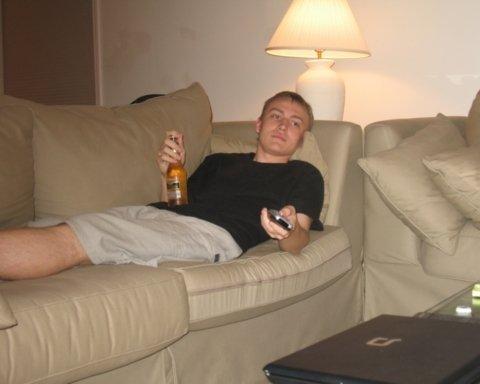 Ученые рассказали, какую угрозу здоровью несет отдых на диване