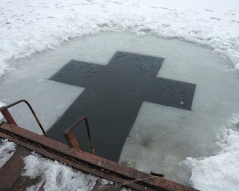 """В ПЦУ пояснили, чи купання на Водохреще """"змиває гріхи"""""""