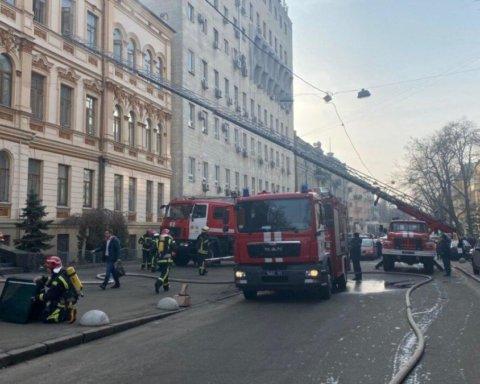 В Киеве вспыхнул пожар в Министерстве культуры: первые подробности и видео с места