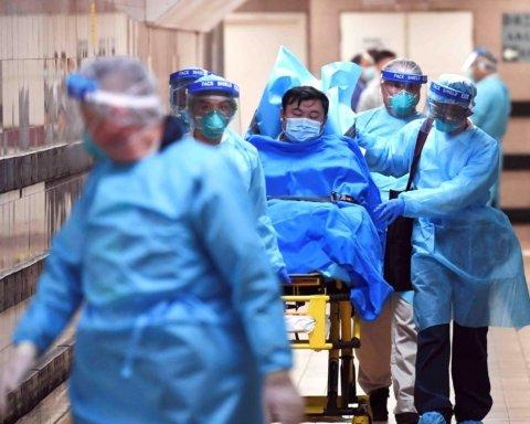 Украинских туристов из Китая поместят в карантин: врач рассказала о рисках