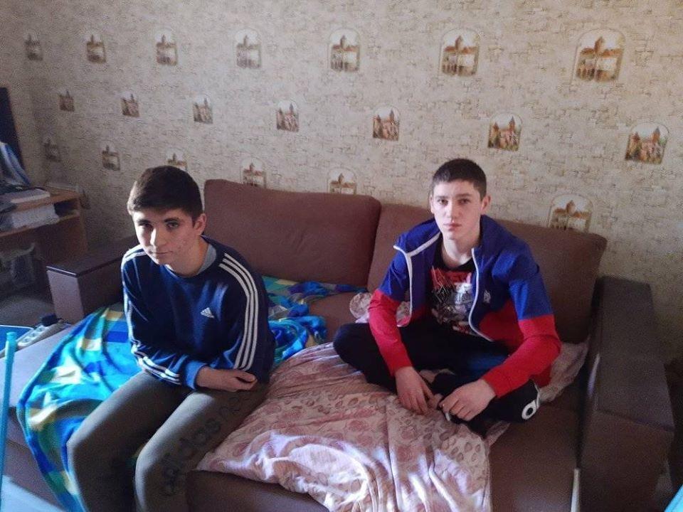В Києві група підлітків до смерті забила чоловіка: фото підозрюваних