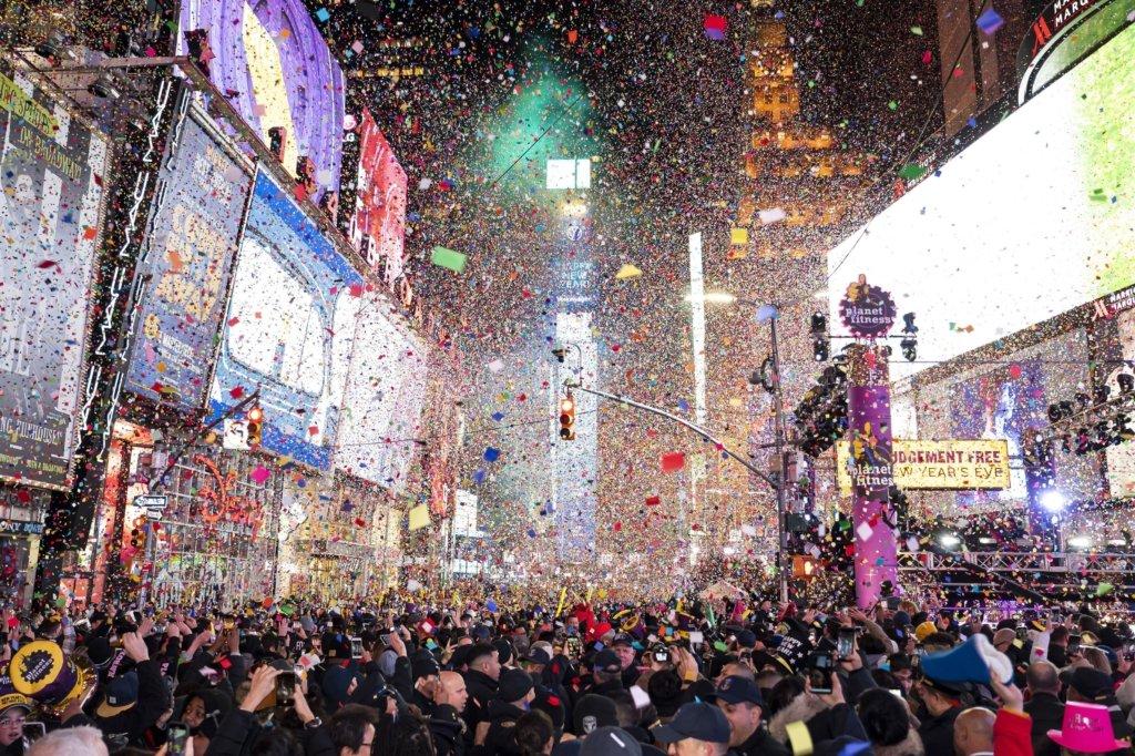 Локдаун на Новий рік: у деяких містах вже відміняють ялинки – чого чекати на свята